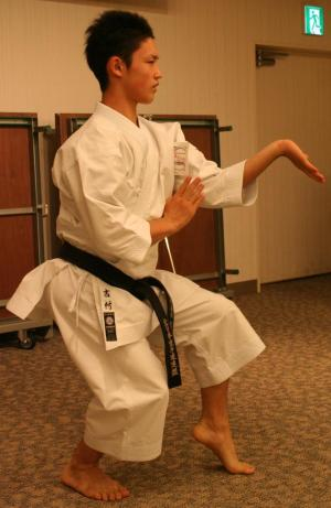 Sequenz der Kururunfa (Bildquelle: http://japankarateintern.blogspot.de/2010/09/dreams-come-true-shiramizu-celebration.html)
